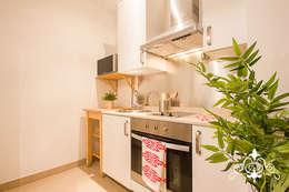 modern Kitchen by Espai Interior Home Staging