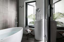 NATURALLY:  浴室 by 璞碩室內裝修設計工程有限公司