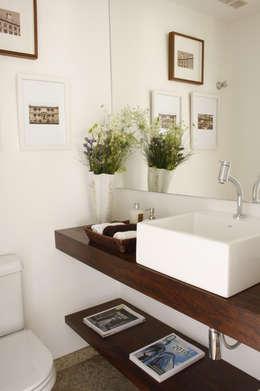 Baños de estilo  por Mario Catani - Arquitetura e Decoração