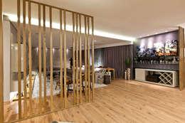 Salas multimedia de estilo moderno por Isabella Magalhães Arquitetura & Interiores