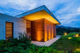 Fachada: Casas de estilo moderno por Arquitectura en Estudio