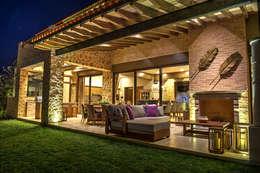 Terraza: Casas de estilo mediterraneo por INTERPRIKA