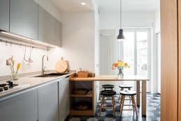 M2B Studio · Casa SR: Cucina in stile in stile Moderno di Stefano Ferrando