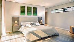 Bach Village - Monaghan Farm: modern Bedroom by REIS