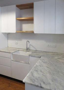 Kitchen: modern Kitchen by Trait Decor