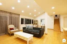 modern Living room by 친친디 하우스 프로젝트