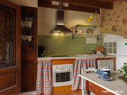 La casita de Marie_Home staging para vender: Cocinas de estilo mediterráneo de custom casa home staging