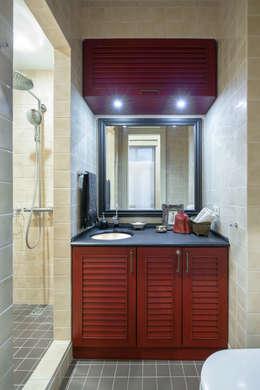 Ванные комнаты в . Автор – Petr Kozeykin Designs LLC, 'PS Pierreswatch'