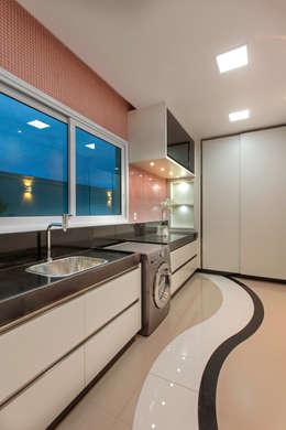 Paredes y pisos de estilo moderno por Designer de Interiores e Paisagista Iara Kílaris