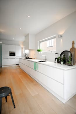 Keuken metamorfose: moderne Keuken door JO&CO interieur