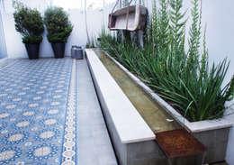 Giardino in stile in stile Mediterraneo di gpinteriorismo