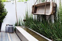 espejo de agua : Jardines de estilo mediterraneo por gpinteriorismo S.C.