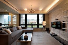 台北大直北歐風住宅:  客廳 by 八軒室內裝修工程有限公司