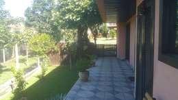 Projekty,  Ogród zaprojektowane przez Monica Guerra Arquitetura e Interiores