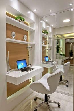 modern Study/office by Designer de Interiores e Paisagista Iara Kílaris