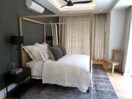 Guest Bedroom: eclectic Bedroom by Claire Cartner Interior Design