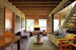 CASA SANTA BARBARA: Livings de estilo moderno por Kanda arquitectos