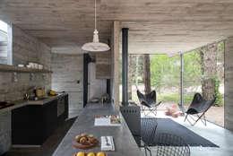 Loft Urban: Casas de estilo minimalista por Chalets & Lofts