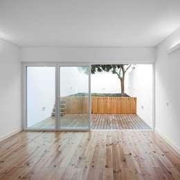 Phòng khách by Tiago Filipe Santos - Arquitetura