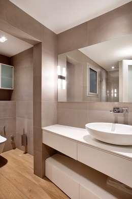 Bagno in stile in stile Moderno di 02_BASSO Arquitectos