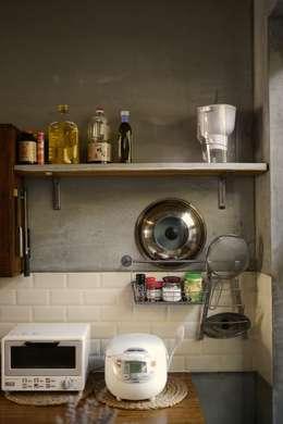 舊木層架:  廚房 by 鉄。工作室