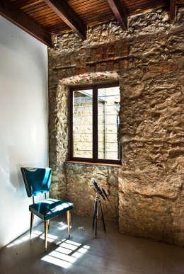 Salas / recibidores de estilo  por Espaço Tania Chueke