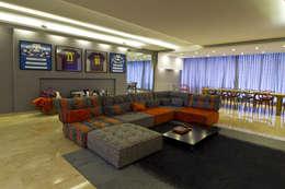 Salas de estar modernas por DIN Interiorismo