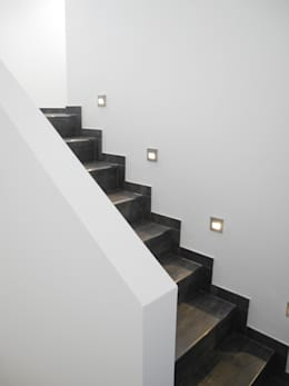 Bauhaus P3: moderner Flur, Diele & Treppenhaus von Carsten Krafft Die Architektur