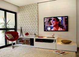 Apartamento Saint Tropez: Salas de estar ecléticas por Priscila Boldrini Design e Arquitetura