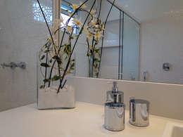 Baños de estilo  por Priscila Boldrini Design e Arquitetura