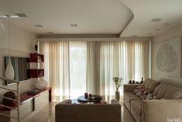 Sala de Estar: Salas de estar modernas por Virna Carvalho Arquiteta