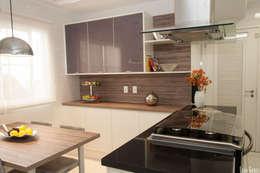 RESIDÊNCIA T BRANCO: Cozinhas modernas por Virna Carvalho Arquiteta