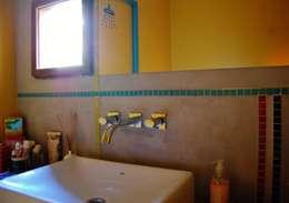 CASA VIVA: Baños de estilo industrial por Guadalupe Larrain arquitecta