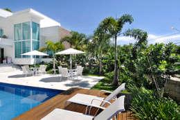 Jardines de estilo topical por Rafaela Novaes Paisagismo