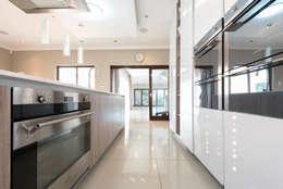 House Zwavelpoort AH: country Kitchen by Metako Projex