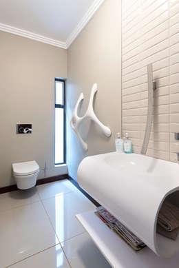 House Zwavelpoort AH: country Bathroom by Metako Projex
