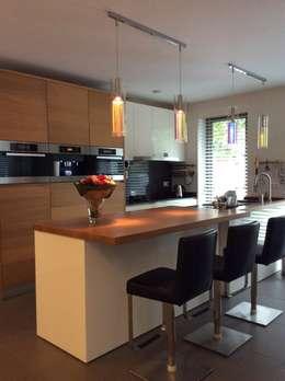 Keuken aanpassing: moderne Keuken door Studio Inside Out