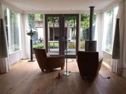 Nieuwe indeling met bestaand meubilair: moderne Serre door Studio Inside Out