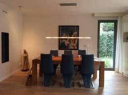 Eetplek: moderne Eetkamer door Studio Inside Out