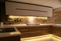 Cocinas de estilo moderno por TARE arquitectos