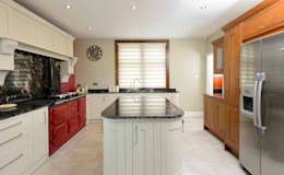 Mr & Mrs Moreton's Kitchen: classic Kitchen by Room