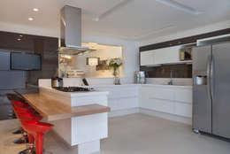 RESIDÊNCIA C ALCÂNTARA: Cozinhas modernas por Virna Carvalho Arquiteta