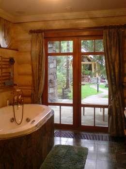 Дом из рубленого бревна. Вання с видом на участок:  в . Автор – Vadim Bogdanov