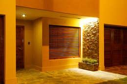 FACHADA: Casas de estilo clásico por Majo Barreña Diseño de Interiores