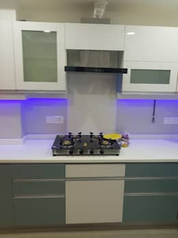 Jain's residency: modern Kitchen by Fabros Interiors