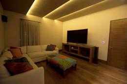 Diseño de Home theater: Salas multimedia de estilo moderno por Toyka Arquitectura
