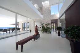 Pasillos, vestíbulos y escaleras de estilo  por jle architekten