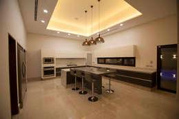 Cocina Amplia: Cocinas de estilo moderno por Toyka Arquitectura