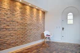 Salas / recibidores de estilo colonial por K+S arquitetos associados