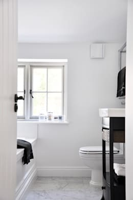 Phòng tắm by Studio TO